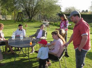 Gartenparty feiern – wie wäre es mal mit individuellen Einladungskarten für Ihre Freunde?